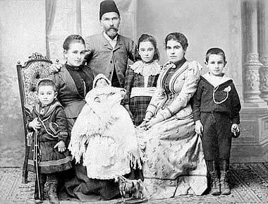 Palestinian family, Jersalem 1910