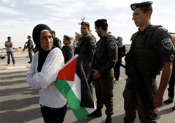palestinian-israel-soldier-woman-protest