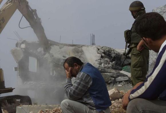 28_hebron_home_demolition_november_04_2002_photo_nayef_has-580x396